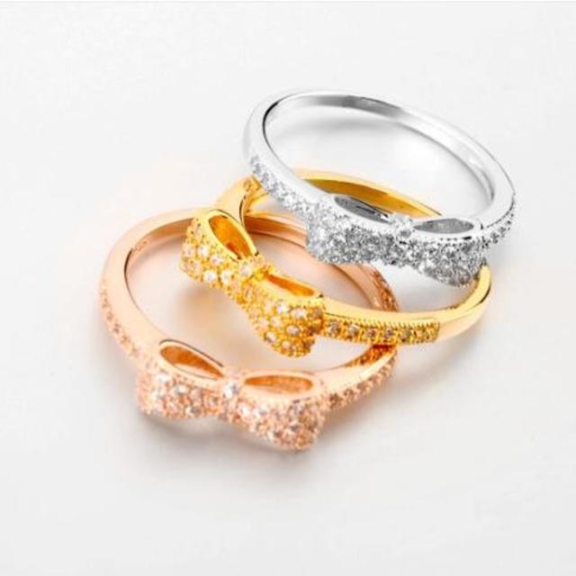 指輪 レディース リング リボン スワロフスキー 可愛い アクセサリー レディースのアクセサリー(リング(指輪))の商品写真