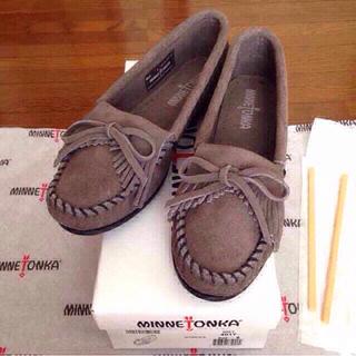 ミネトンカ(Minnetonka)の新品 6.5ミネトンカ モカシン グレー(ローファー/革靴)