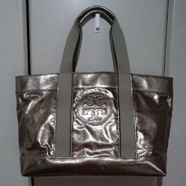 Tory Burch(トリーバーチ)のトリーバーチ【Tory Burch】シルバートートバッグ A4サイズOK レディースのバッグ(トートバッグ)の商品写真