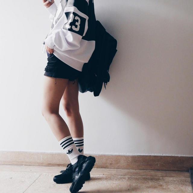 adidas(アディダス)の☆新品未使用★白黒セット adidasoriginals 3ライン ソックス レディースのレッグウェア(ソックス)の商品写真