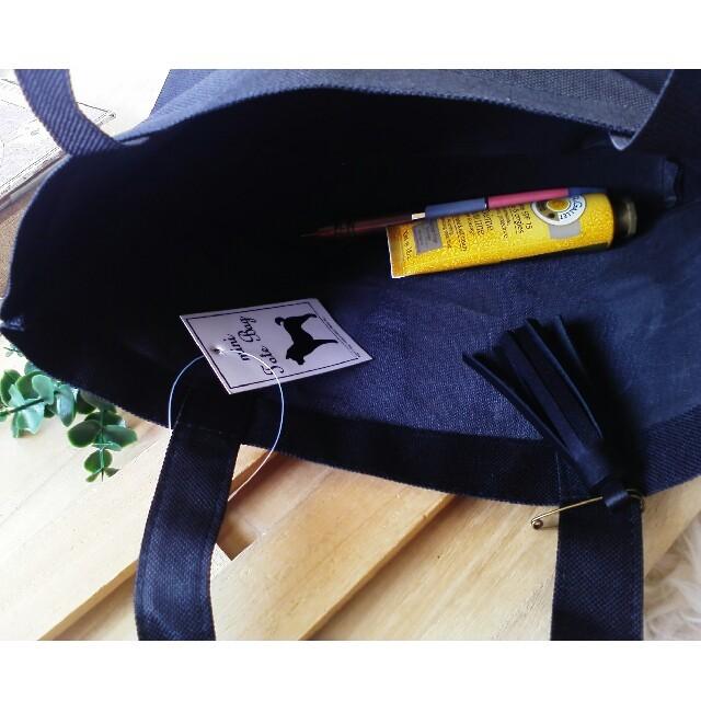 革のタッセルピン 黒 オマケのミニトートバッグ付き♪ ハンドメイドのファッション小物(その他)の商品写真