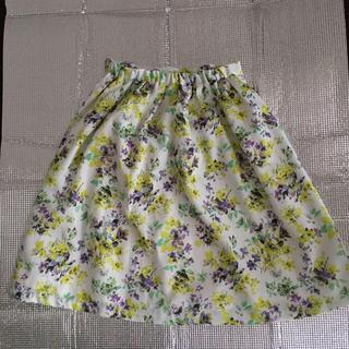 ストラ(Stola.)の花柄の可愛いスカート(ひざ丈スカート)