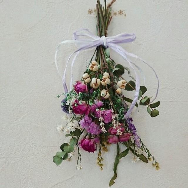 ピンクグリーンスワッグ ハンドメイドのフラワー/ガーデン(ドライフラワー)の商品写真