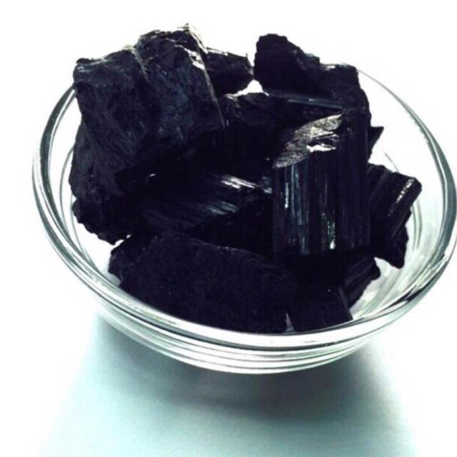 【穴無】ブラジル産 ブラックトルマリン 原石 50g ハンドメイドの素材/材料(各種パーツ)の商品写真