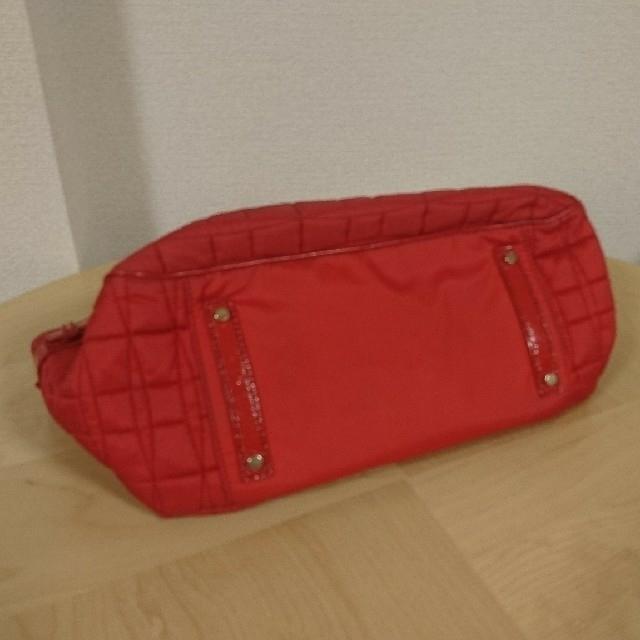 kate spade new york(ケイトスペードニューヨーク)のケイト・スペード キルティング バッグ 赤 レディースのバッグ(トートバッグ)の商品写真