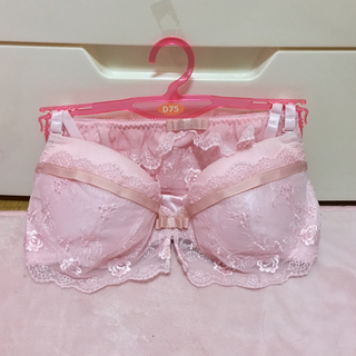 ハニーズ(HONEYS)のハニーズ♡刺繍レースブラセットD75ピンク(ブラ&ショーツセット)
