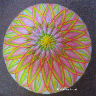 てまり「菊」白地ピンク花 10cm 手まり 手毬 手鞠(その他)