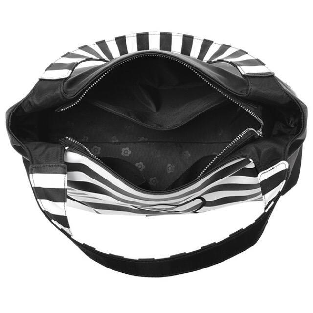 MARY QUANT(マリークワント)の【新品タグ付き】プレゼント☆マリークワント☆トートバッグ ブラック×ホワイト レディースのバッグ(トートバッグ)の商品写真