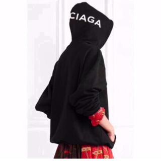 バレンシアガ(Balenciaga)のバレンシアガ パーカー ロゴ フード 黒 ブラック(パーカー)