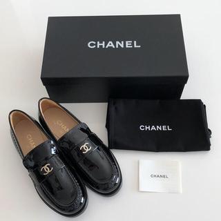 シャネル(CHANEL)の【新品・未使用】CHANEL ブラック エナメル ローファー(ローファー/革靴)