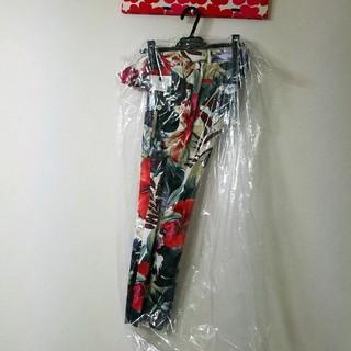 ダブルスタンダードクロージング(DOUBLE STANDARD CLOTHING)のダブスタ♡ボタニカル柄パンツ(36)(カジュアルパンツ)