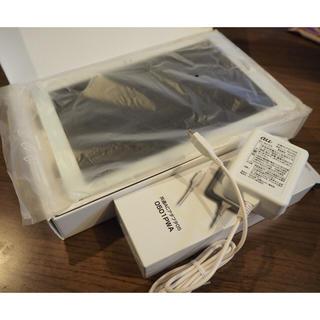 エルジーエレクトロニクス(LG Electronics)のQua tab PZ  LGT32SWA 未使用タブレット 充電器付き(タブレット)
