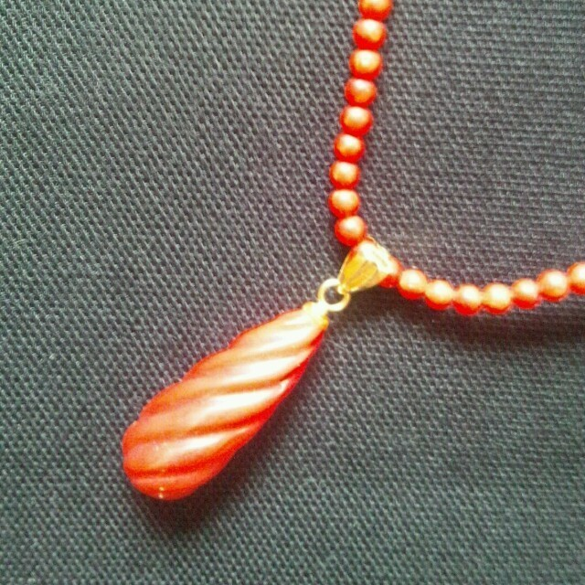 ゆきち様専用   血赤珊瑚チョー レディースのアクセサリー(ネックレス)の商品写真