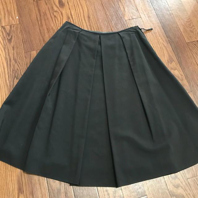 4℃(ヨンドシー)の4℃ 定番【ブラックフレアースカート】 レディースのスカート(ひざ丈スカート)の商品写真