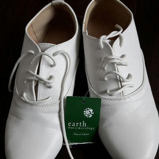 アースミュージックアンドエコロジー(earth music & ecology)の☆るい☆様専用!新品未使用 earth ホワイトシューズ(その他)