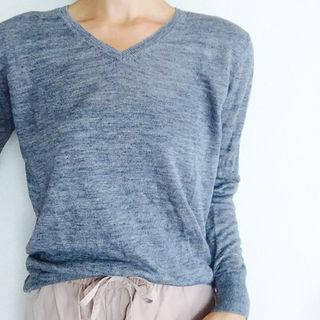 ムジルシリョウヒン(MUJI (無印良品))の着画あり☆無印良品のフレンチリネンUVカットVネックセーター☆Sサイズ(ニット/セーター)
