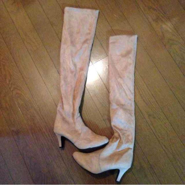 ベージュスエードブーツ レディースの靴/シューズ(ブーツ)の商品写真