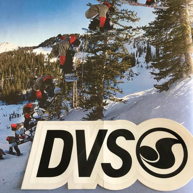 DVS(ディーブイエス)のDVSディーブイエスUSスケートシューズbkステッカー1点物 スポーツ/アウトドアのスノーボード(アクセサリー)の商品写真