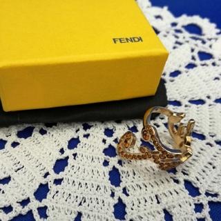 フェンディ(FENDI)の【美品】フェンディ FENDI ラインストーン ロゴ リング 箱付き 約11号(リング(指輪))