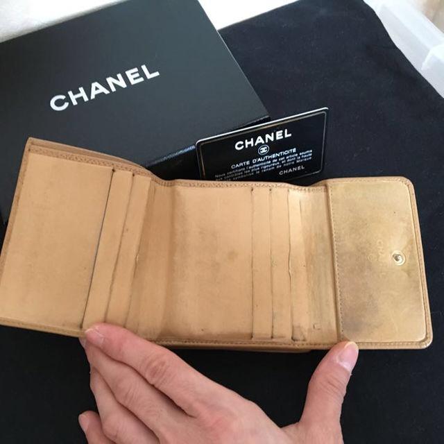 CHANEL(シャネル)のCHANEL シャネル 二つ折り財布 キャビアスキン ベージュ レディースのファッション小物(財布)の商品写真
