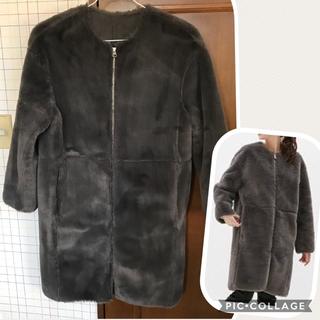 ジーユー(GU)のgu ノーカラーファーコート グレー S(毛皮/ファーコート)