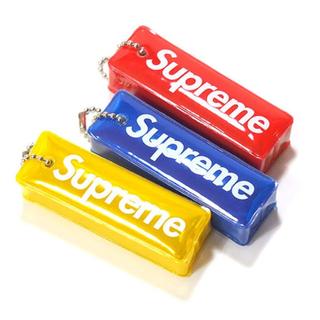 シュプリーム(Supreme)のSupreme - Reflective Puffy Keychain 青(その他)