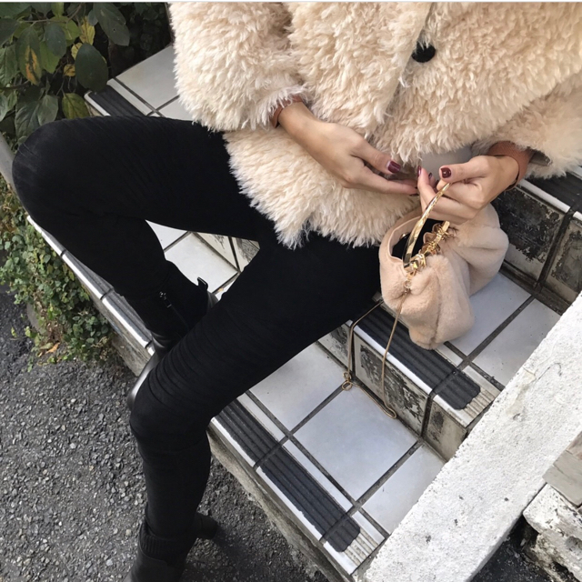 ZARA(ザラ)のノーカラーファージャケット レディースのジャケット/アウター(毛皮/ファーコート)の商品写真