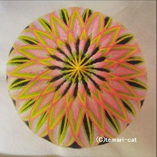 てまり「菊」黒地 桃花 10cm 手まり 手毬 手鞠(その他)