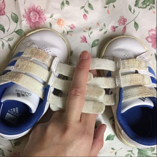adidas(アディダス)のadidas スニーカー キッズ/ベビー/マタニティのキッズ/ベビー/マタニティ その他(その他)の商品写真