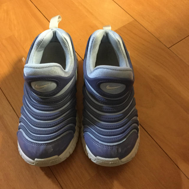 NIKE(ナイキ)のナイキスニーカー ダイナモ18.0cm キッズ/ベビー/マタニティのキッズ靴/シューズ (15cm~)(スニーカー)の商品写真