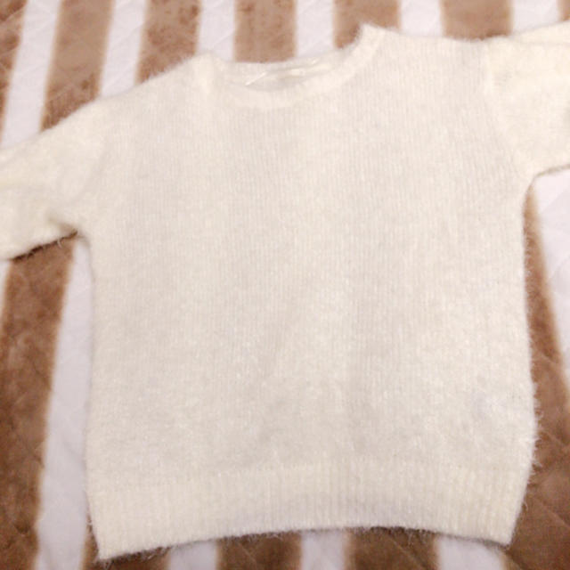 GU(ジーユー)のGUフェザーヤーンセーター off white レディースのトップス(ニット/セーター)の商品写真