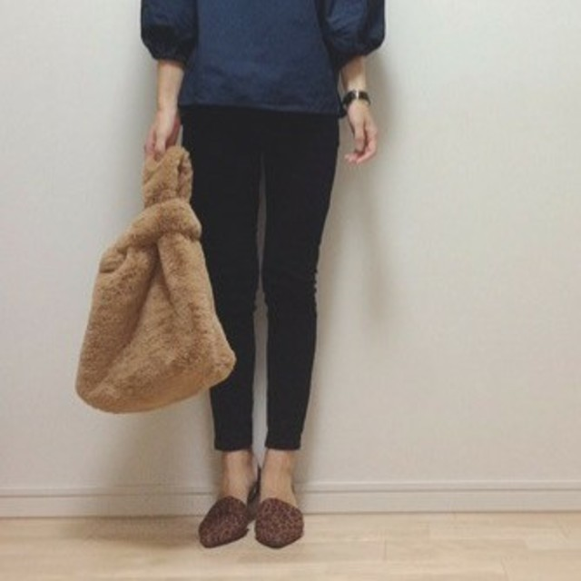 GU(ジーユー)のフェイクファートートバッグ レディースのバッグ(トートバッグ)の商品写真