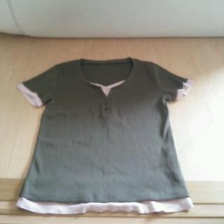 フェリシモ(FELISSIMO)のカーキTシャツ 重ね着風(Tシャツ(半袖/袖なし))