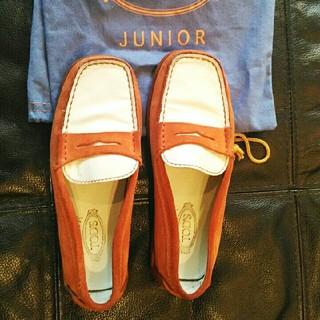 トッズ(TOD'S)のTod's Juniorトッズ白オレンジ男児レザー革ローファー31美品保存袋(ローファー)