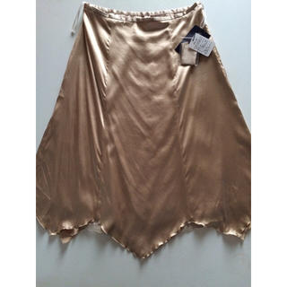 ヨンドシー(4℃)の【新品☆タグ付】4℃☆ヨンドシー☆シャンパンゴールドシルクスカート(ひざ丈スカート)