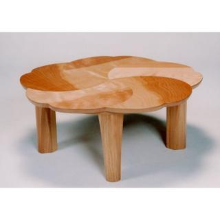 新品 花びらをモチーフにしたテーブル 日本製(ローテーブル)