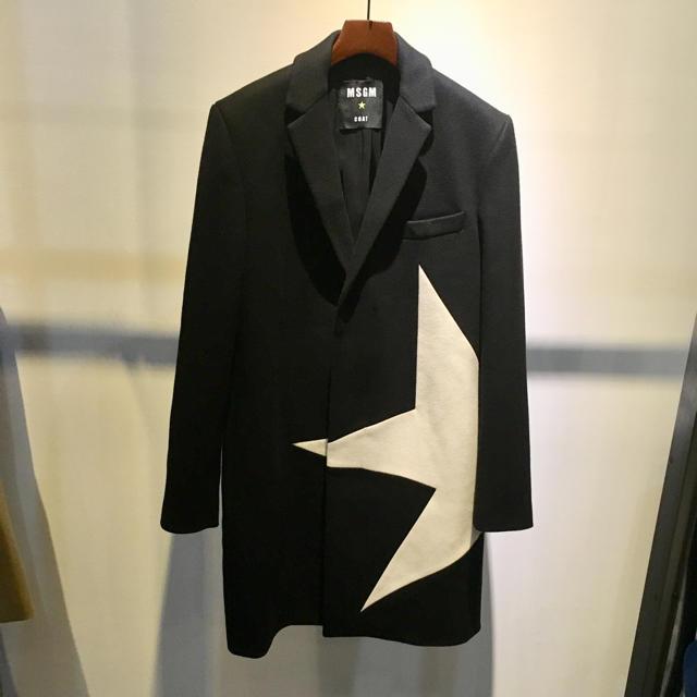 MSGM(エムエスジイエム)のMSGM エムエスジーエム 美品 スターデザイン チェスターコート 48 メンズのジャケット/アウター(チェスターコート)の商品写真