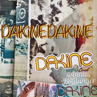 ダカイン(Dakine)のDAKINEダカインUS限定カラー型抜きロゴステッカーyellowラスト1(アクセサリー)