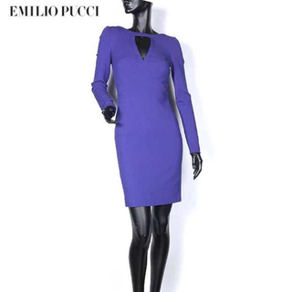 エミリオプッチ(EMILIO PUCCI)の定価約26万円。エミリオプッチの希少なニットワンピースです。(ミニワンピース)