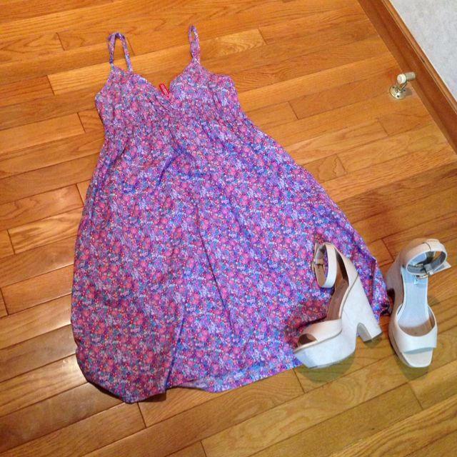 H&M(エイチアンドエム)の花柄♥︎ワンピース2  グリーンTシャツ レディースのワンピース(ひざ丈ワンピース)の商品写真
