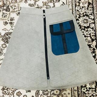 ルイヴィトン(LOUIS VUITTON)のルイヴィトン スエード調デザインスカート 前ジップ 大変素敵なデザイン♡(ひざ丈スカート)