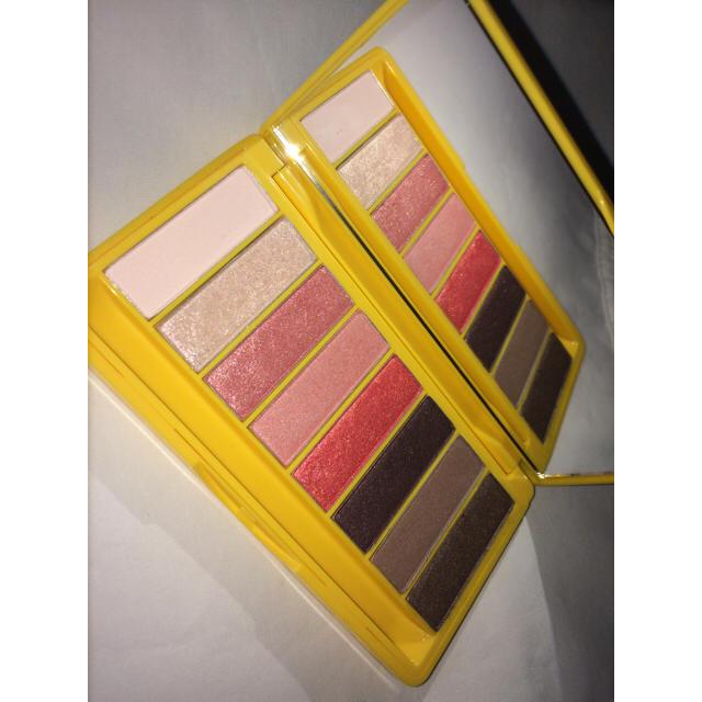THE FACE SHOP(ザフェイスショップ)のTHEFACESHOP プーさん アイシャドウ コスメ/美容のベースメイク/化粧品(アイシャドウ)の商品写真