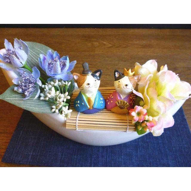 【ひな祭り】三日月器の桃の節句アレンジ ーねこ ハンドメイドのフラワー/ガーデン(その他)の商品写真