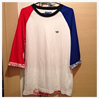アディダス(adidas)のadidasハイビスカス柄Tee(Tシャツ(長袖/七分))