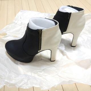 サルース(salus)のバイカラー ショートブーツ ブラック×アイボリー ブーティ Salus(ブーツ)