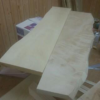 ずらしたデザインの天然木の天板で製作したら?(家具)