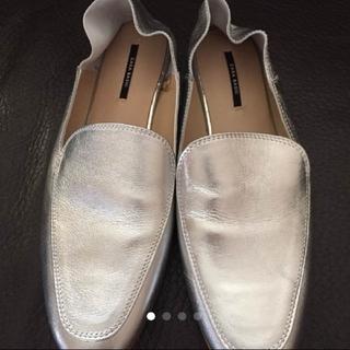 ザラ(ZARA)のZARAシルバーフラットシューズ38 24cm(ローファー/革靴)