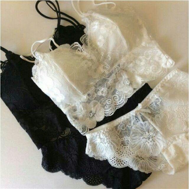 GU(ジーユー)の新品未使用 ブラレット&ショーツ ホワイト&ブラック レディースの下着/アンダーウェア(ブラ&ショーツセット)の商品写真