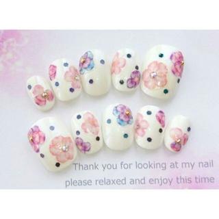 両面テープ付♡およばれに♡ピンクと紫のお花とドットのネイルチップ♡338