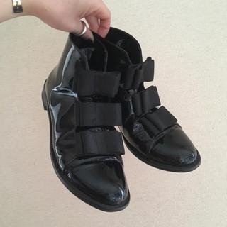 エフトゥループ(F-TROUPE)のF-TROUPE BOW BOOTS / PATENT LEATHER ♡(ブーツ)